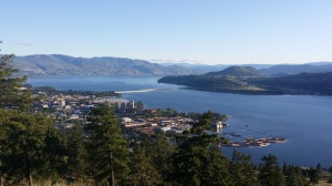 The okanagan lake from above --->Knox mountain